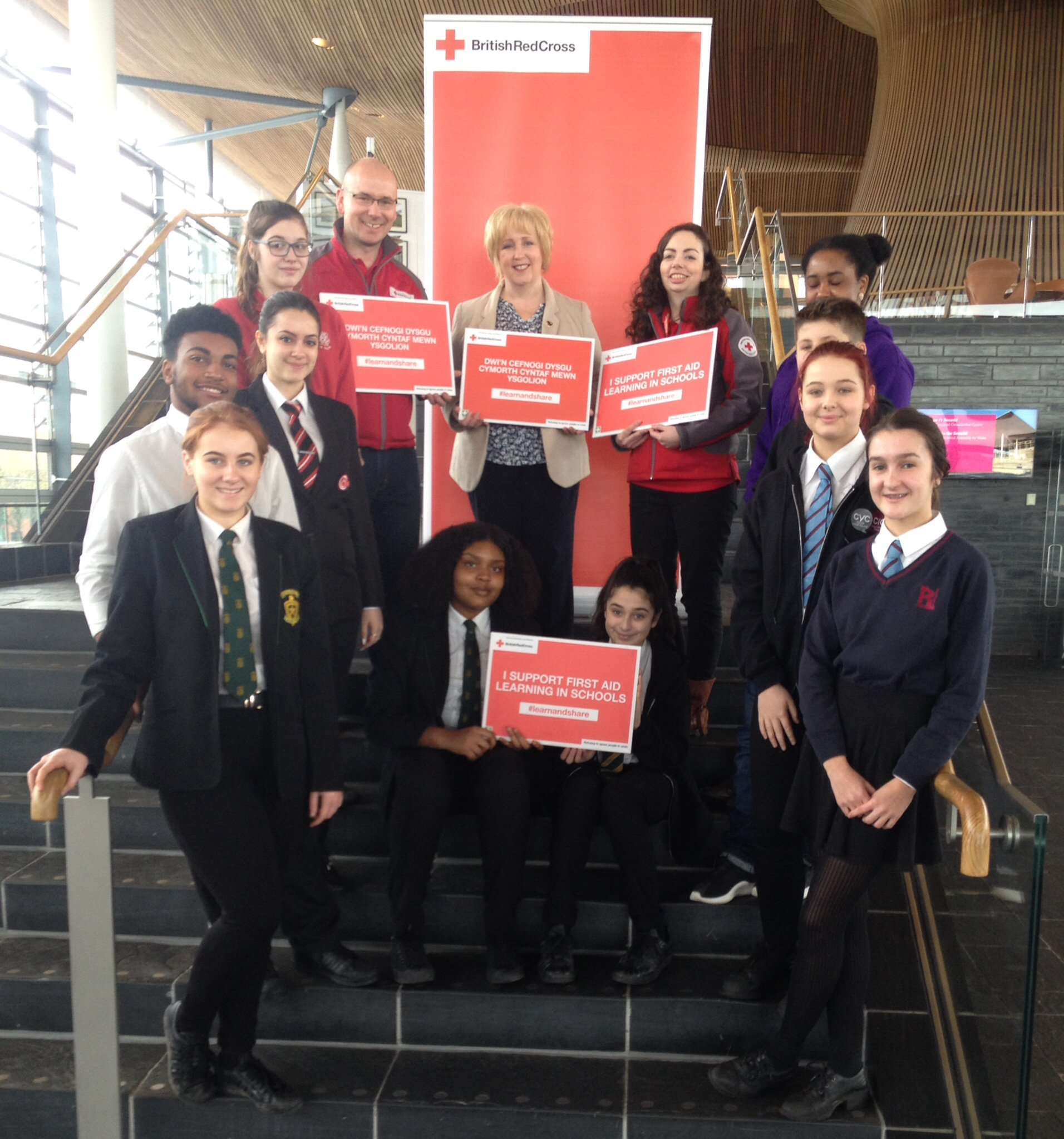 @suzydaviesam with @CardiffYC first aid volunteers at the Senedd. #learnandshare https://t.co/hWMI9dDK3a