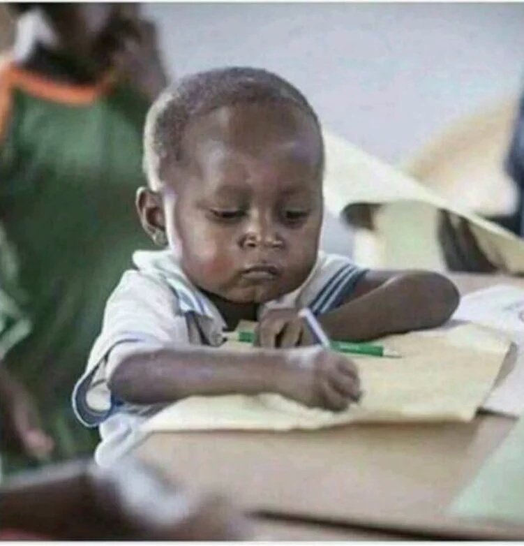 Zuma writing the names of all those who stood up during Kgalema\'s speech. #Gordhan #KathradaFuneral