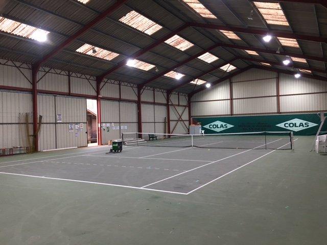 Rénovation de l #Eclairage  du #tennis de Poilly-sur-tholon 89 en #Led avec 2 niveaux d&#39;allumage 300 et 500 lux selon les normes #fft<br>http://pic.twitter.com/FRgVIBBqOk