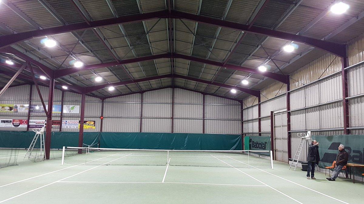 Mise en place d un éclairage #Led aux normes #FFT au club de #tennis Asav près de Nevers. Un beau rendu lumineux avec  #projecteurs  #Arena<br>http://pic.twitter.com/ZbMcqetwtL