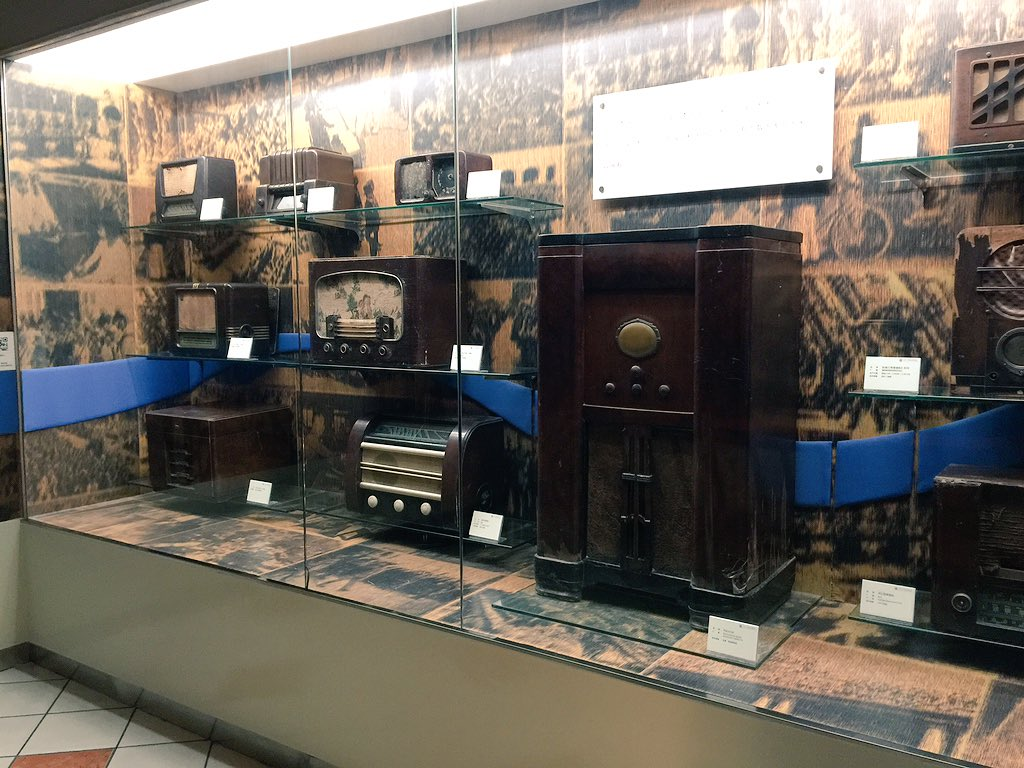 Listening to 'Ye Shanghai' in the 1920s/30s room of the China Radio Museum of Zhongshan. #cahht17 https://t.co/i6oOWoLwQJ