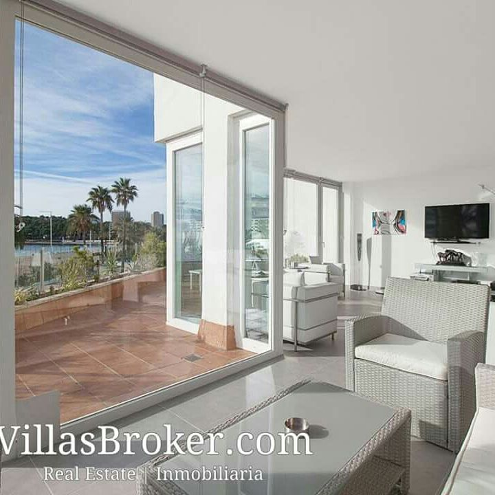 Luxury Minimal Style Apartment in #Magaluf. Now reduced price of 1.100.000€. #RealEstate #Mallorca #inmobiliaria<br>http://pic.twitter.com/2JN9PrMeMj