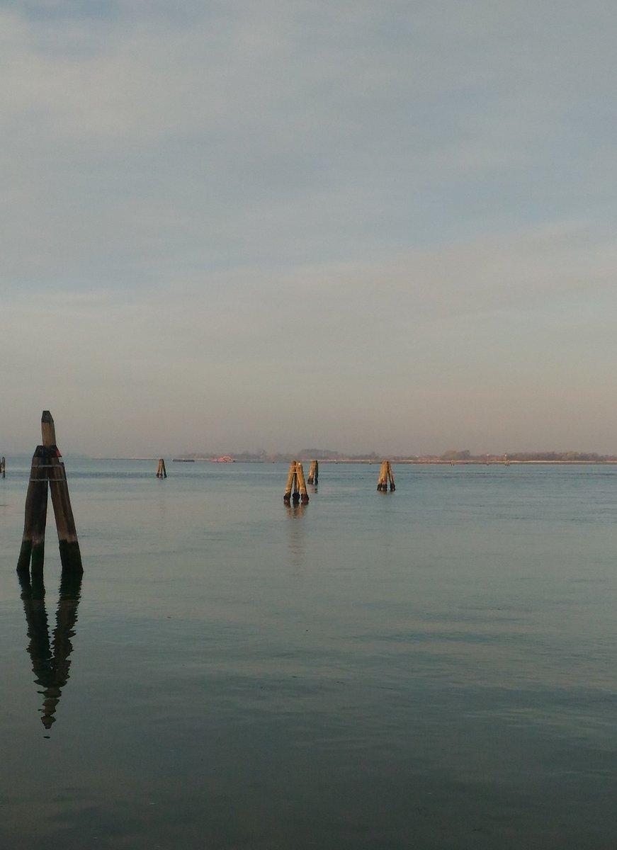 La quiete del primo mattino... #venice #lagoon #murano #vetrodimurano #primavera #calma #tranquillità #serenità #glass #muranoisland<br>http://pic.twitter.com/lMh9oXzHvU