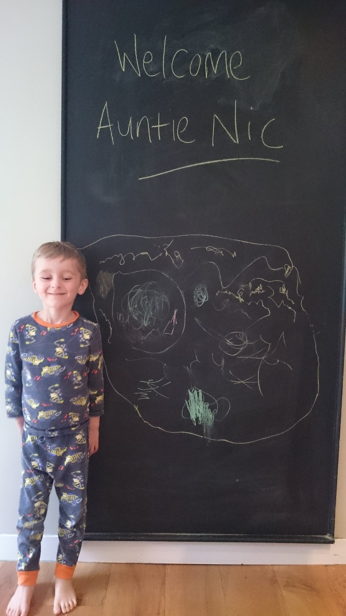Thomas waiting for his Auntie Nic to arrive @CenterParcsUK Sherwood Forest! #justimagine https://t.co/3HOHfGMZp1