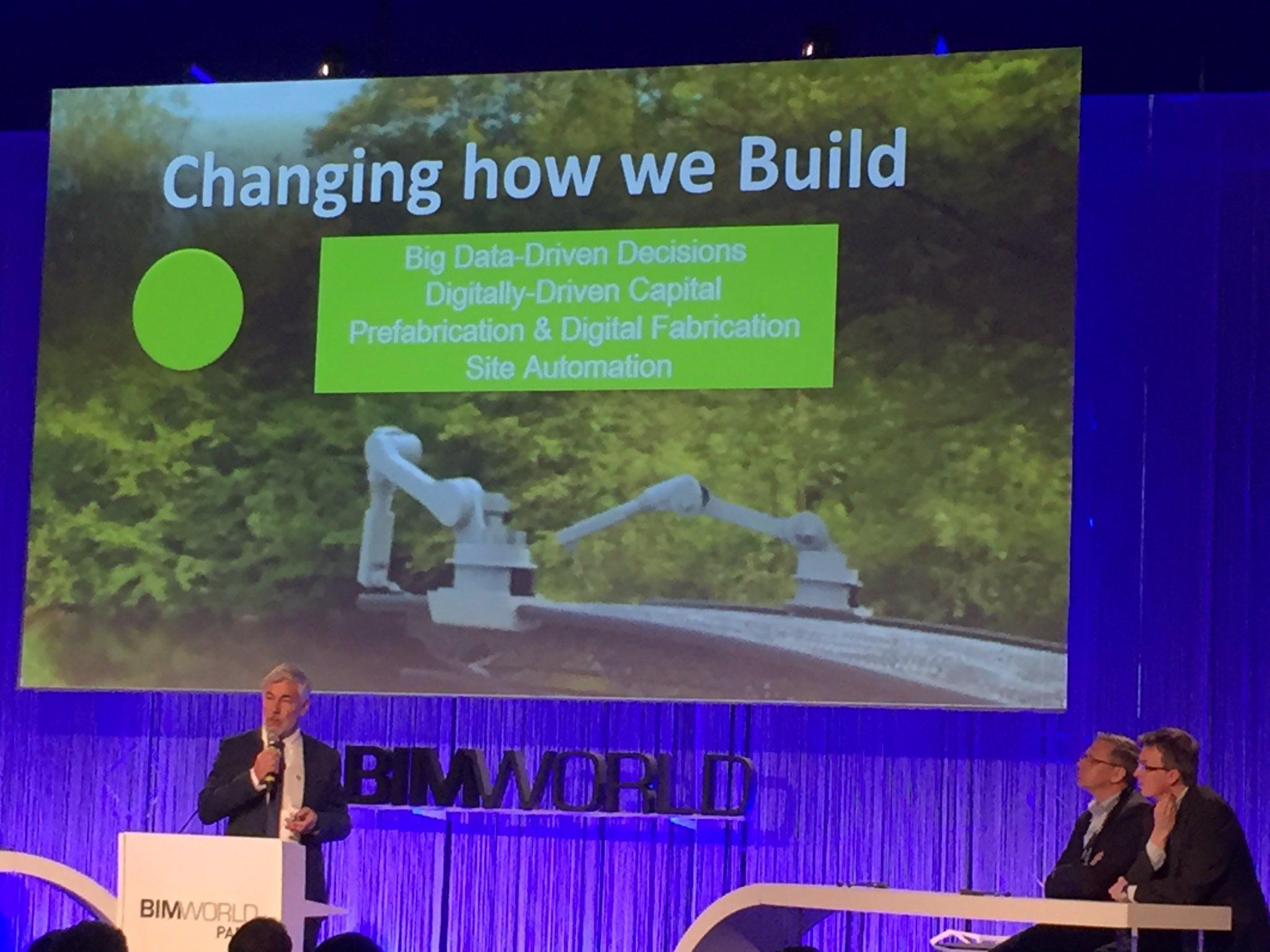 """""""Notre façon de fabriquer est en train de changer : scan laser, drone, robot..."""" Uwe Wasserman #BIMworld #BTP https://t.co/IFrFcOlSWS"""