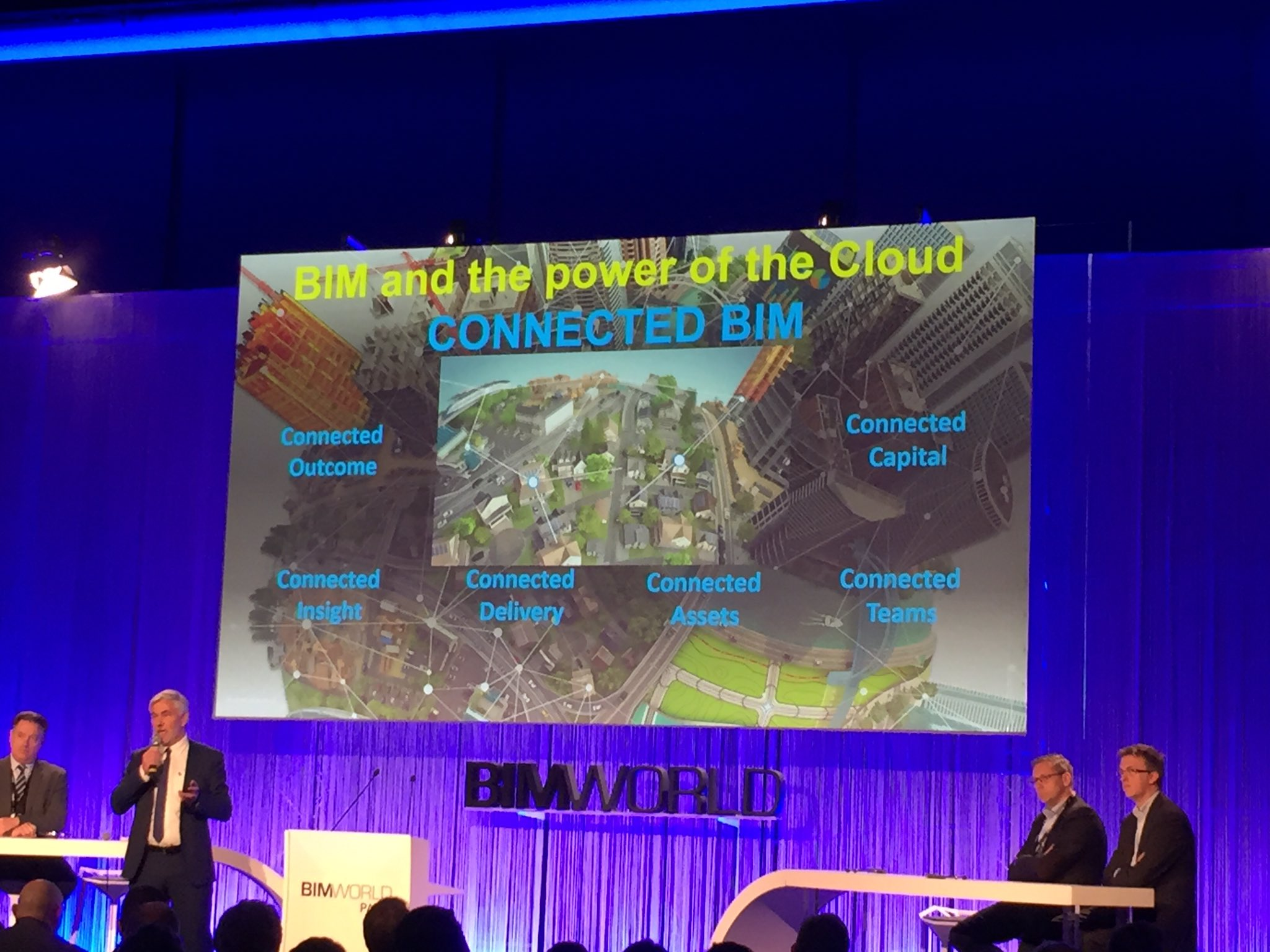 """Le #BIM connecté = le BIM + la puissance du cloud!"" Uwe Wasserman #BIMworld https://t.co/eor4liR2up"
