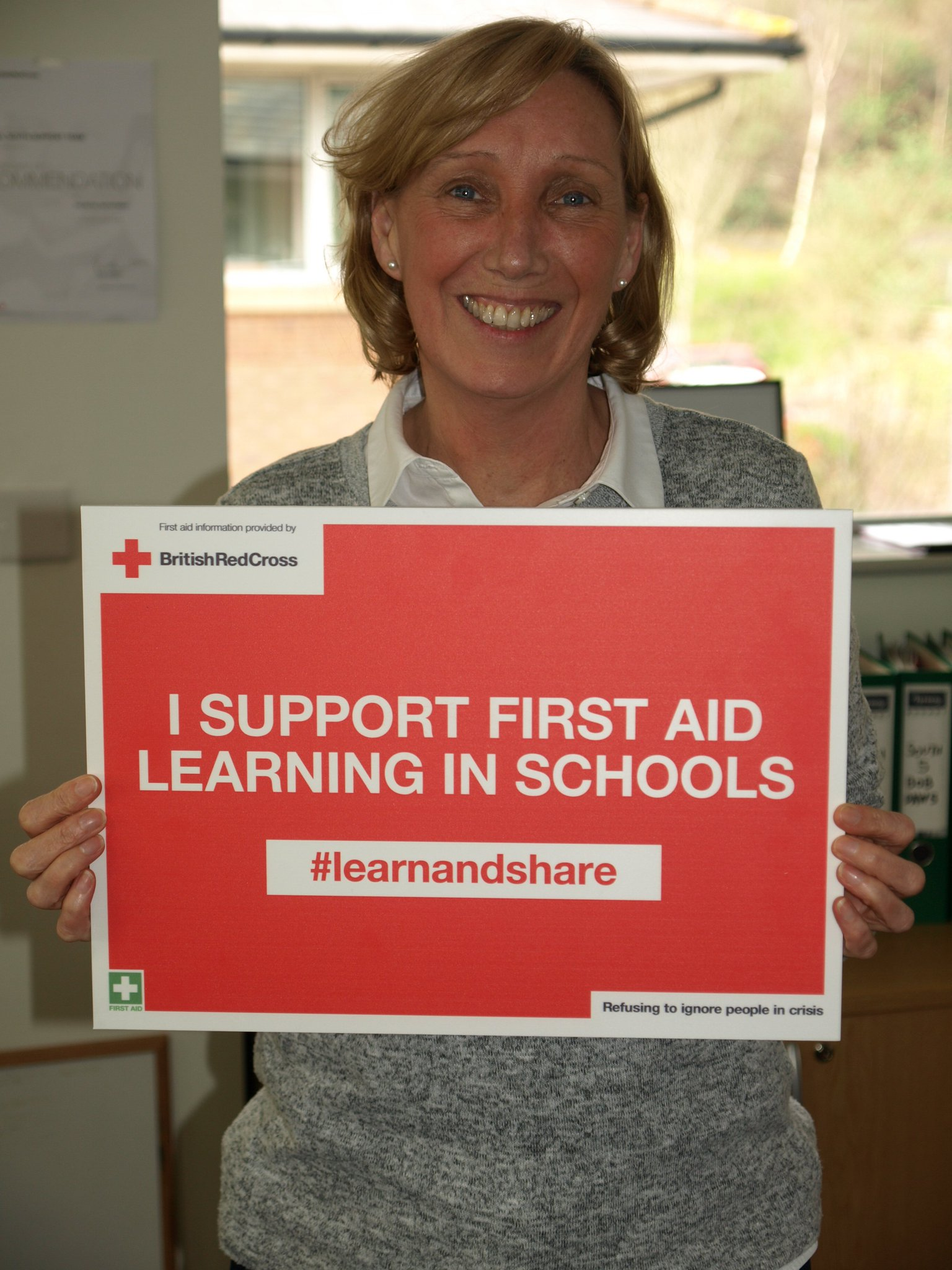 Jane Turner supports first aid learning in schools in Wales. #lifesavingskills are essential so  #learnandshare with @RedCrossWales https://t.co/fT7YFjRk3c
