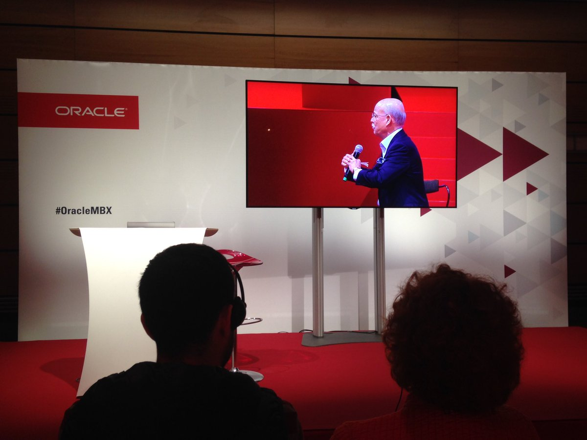 #OracleMBX Paris en attendant les sessions aux villages #HCM #CX #techno #Finance la 3e révolution industrielle By @jeremy_rifkin économiste<br>http://pic.twitter.com/QsfjCzJxKF