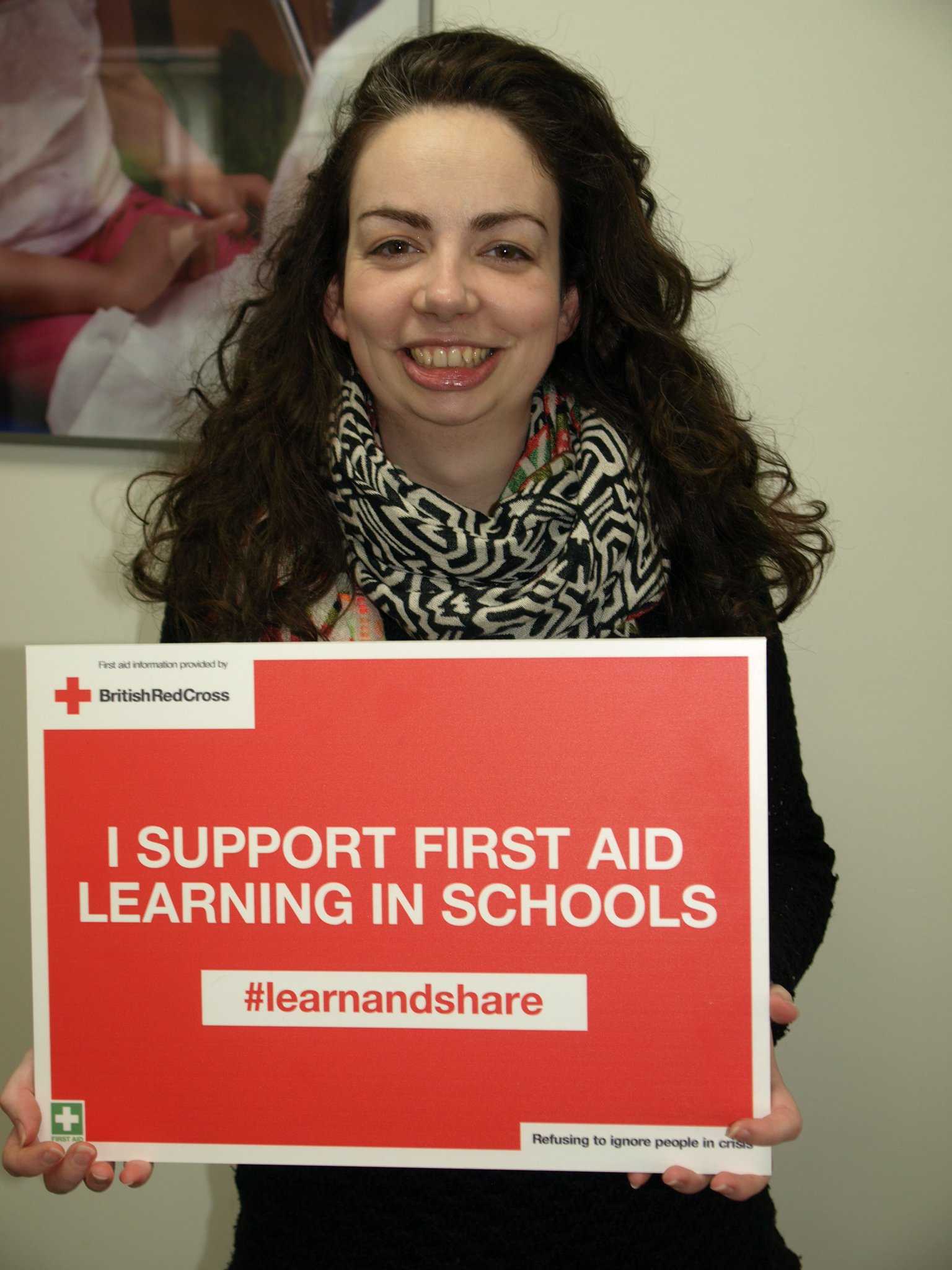 Esther Coggins supports first aid learning in schools in Wales. #lifesavingskills are essential so  #learnandshare with @RedCrossWales https://t.co/NWgIAqelt8