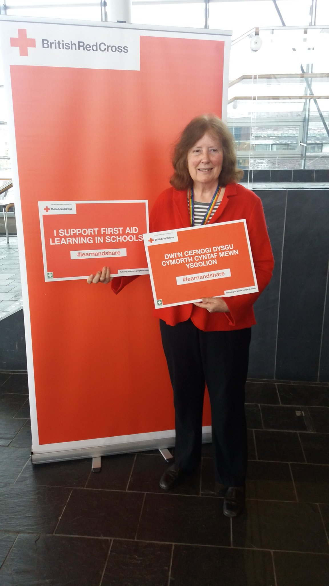 @JulieMorganLAB supports the @BritishRedCross and @CardiffYC first aid event at the Senedd. #learnands#learnandshare https://t.co/cwFMUHlS4d