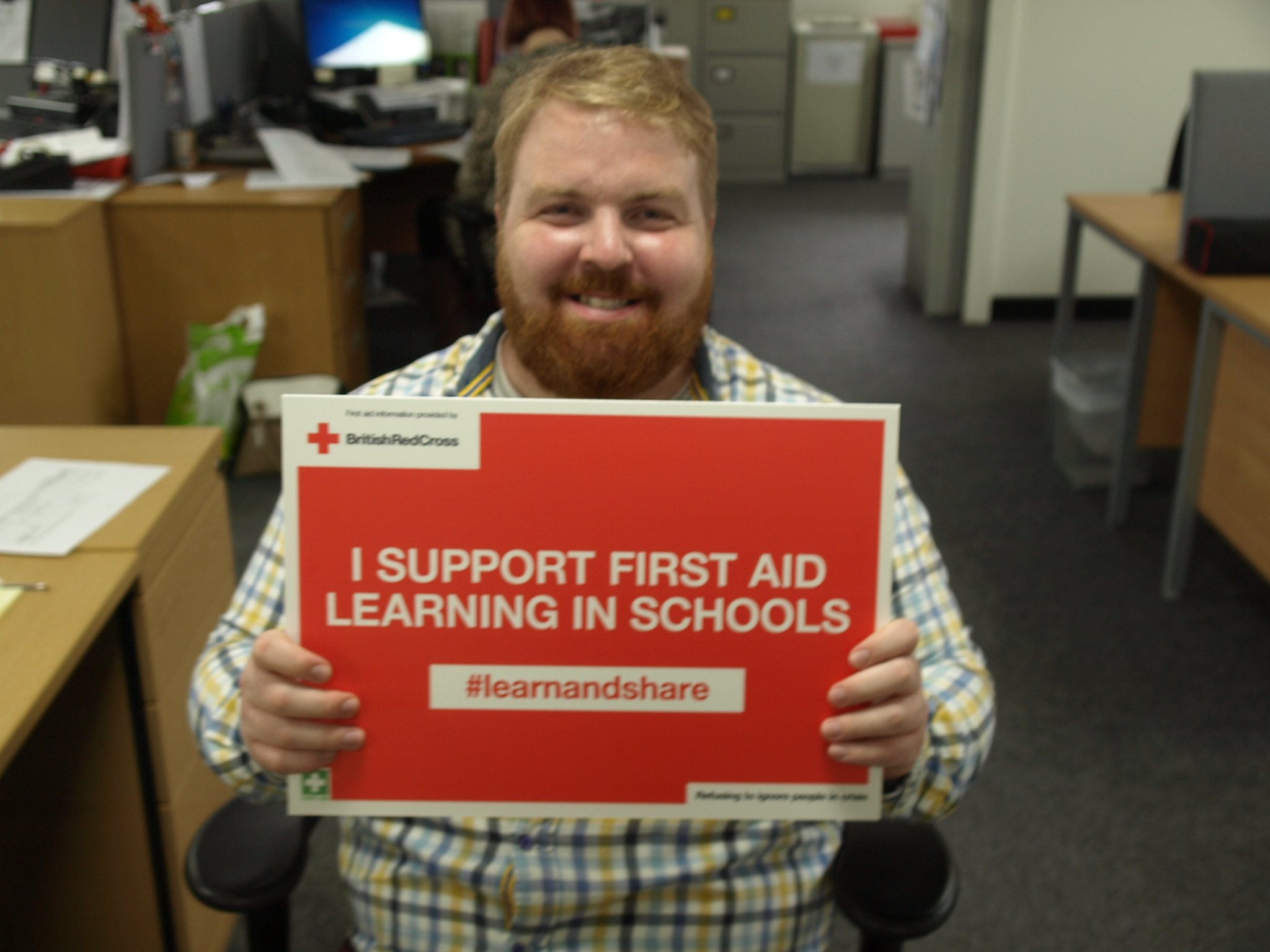Rob Donovan supports first aid learning in schools in Wales. #lifesavingskills are essential so  #learnandshare with @RedCrossWales https://t.co/1FyfV7kXmW