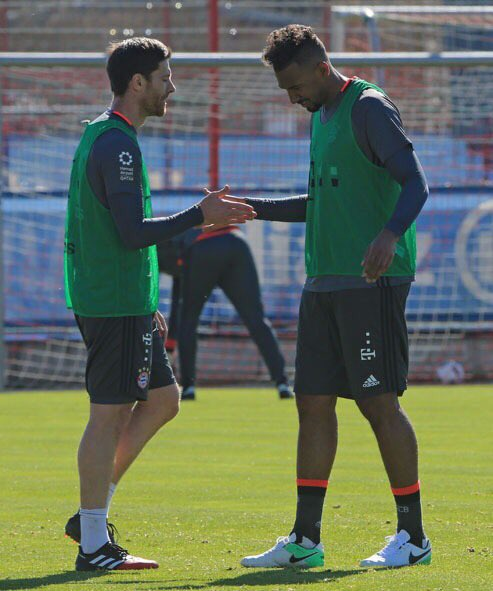 Give me five, @XabiAlonso 🙌🏽 We are preparing for exciting weeks ⚽ #FC...