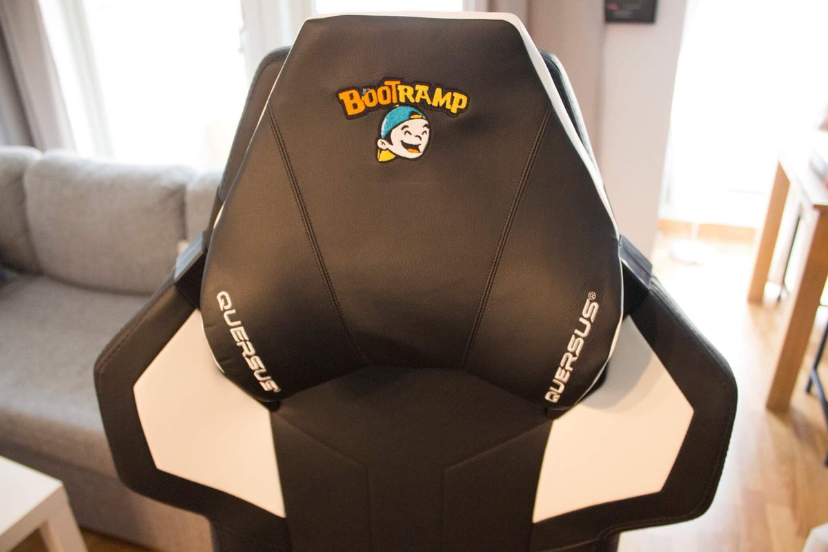 Stupendous Lloydogsara On Twitter Win This Awesome Gaming Chair Machost Co Dining Chair Design Ideas Machostcouk