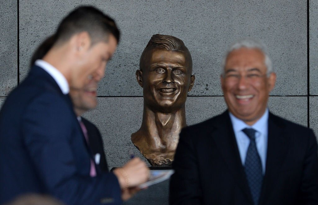 When you send the statue guy a picture of Niall Quinn instead of Crist...