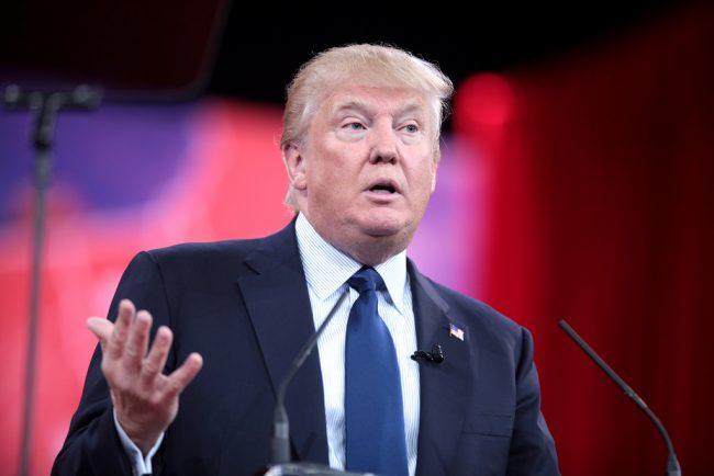 [NEWS] Donald Trump a désormais un iPhone sécurisé ! #DonaldTrump #iPhone →  http:// bit.ly/2o6Rgft  &nbsp;  <br>http://pic.twitter.com/7z1YJFBQWL