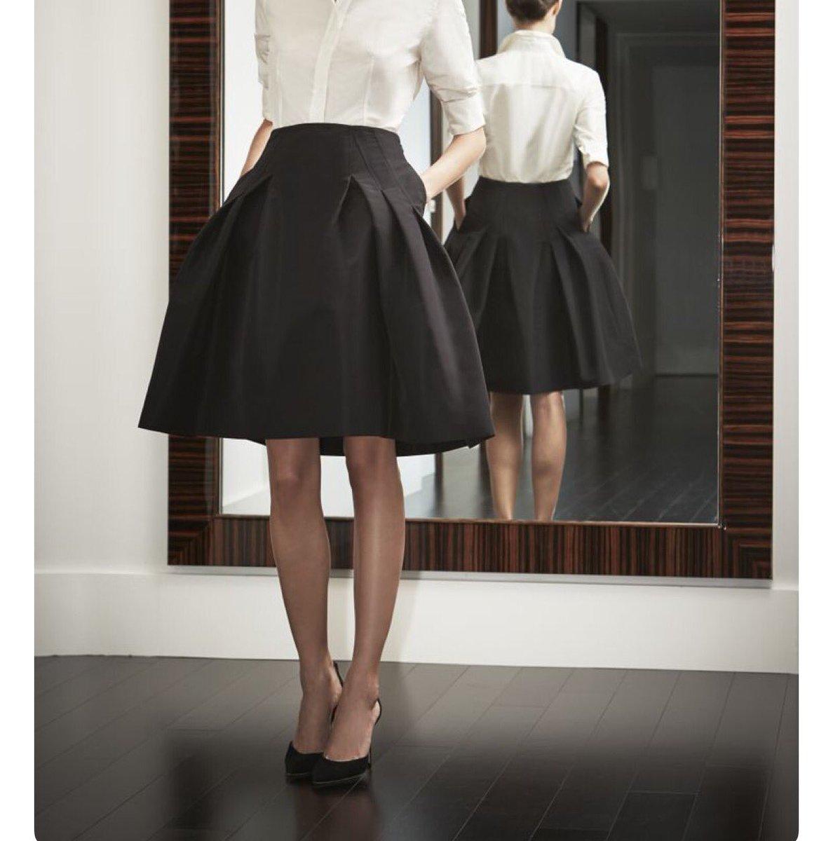 20e121d1f أنواع التنانير : A line skirt / تنورة شكلها يشبه حرف ال A تكون ضيقة من  الخصر او تحت البطن وواسعة جداً من الأسفلpic.twitter.com/h4ONPCkfU1