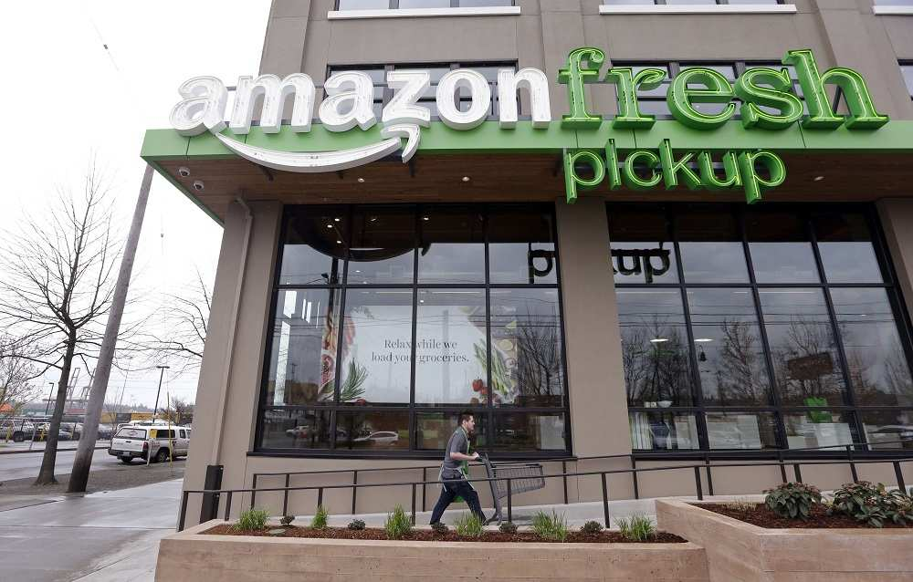 #Amazon ouvre ses premières épiceries &gt;&gt;  http:// trib.al/1Ow4Lz8  &nbsp;  <br>http://pic.twitter.com/UjIM3FTBpO