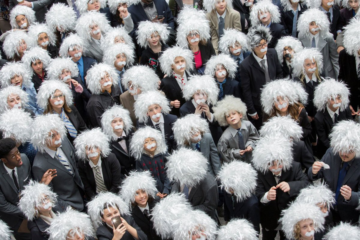 Canadá reúne 404 pessoas fantasiadas de Albert Einstein https://t.co/OnRCEJMSQg #PlanetaBizarro #G1