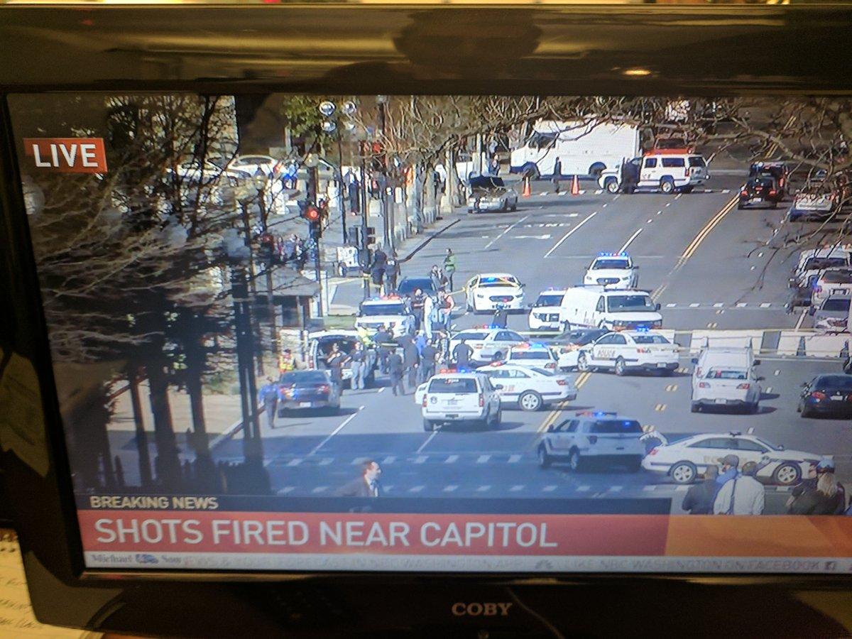 Shooting near the @uscapitol #breaking updates right now on #News4 #NBC4DC Watch live:  http:// nbc4dc.com/P4mFb8w  &nbsp;  <br>http://pic.twitter.com/AOMnVa9b2Q