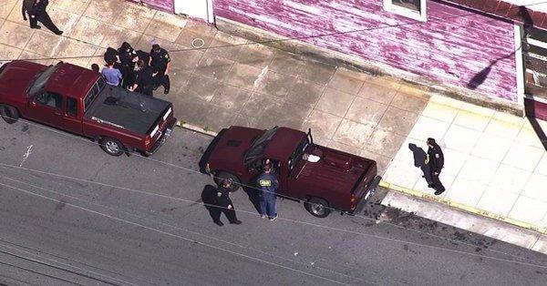 #URGENT&quot;#EtatsUnis: Au moins 3 personnes blessées à San Francisco lors d&#39;une fusillade, tireur en fuite.&quot; #BREAKING #Alerte #SanFrancisco<br>http://pic.twitter.com/QVMqhcVqML