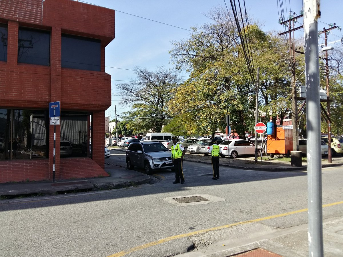 As soon as the Traffic Wardens leave this intersection, every motorist disobeys the &quot; No Right Turn!&quot; @mowtgovtt #lawless #trinidad #tobago<br>http://pic.twitter.com/FNbalA80yV