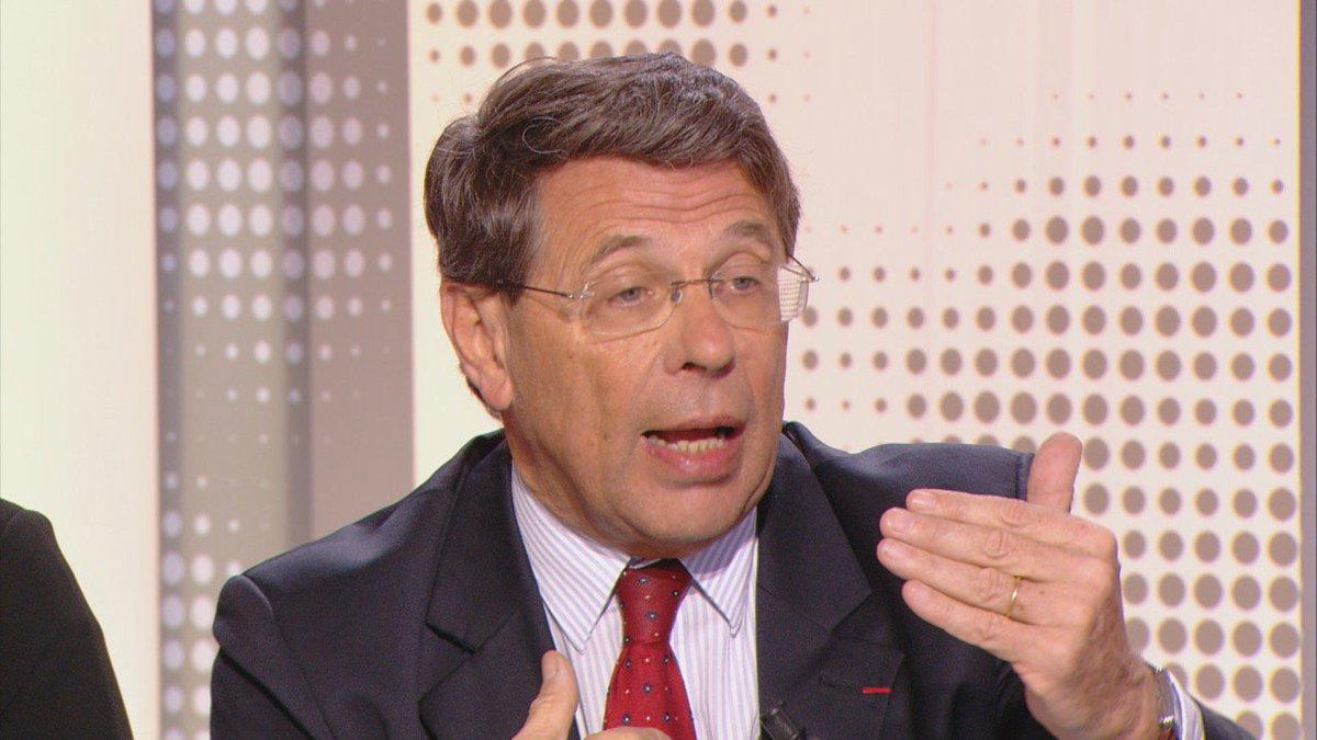 """""""Le gaz naturel émet quatre fois moins de CO2 que le charbon, il est beaucoup moins sale"""" Philippe Chalmin #Climat #USA #28min<br>http://pic.twitter.com/eUO4zr1hKM"""