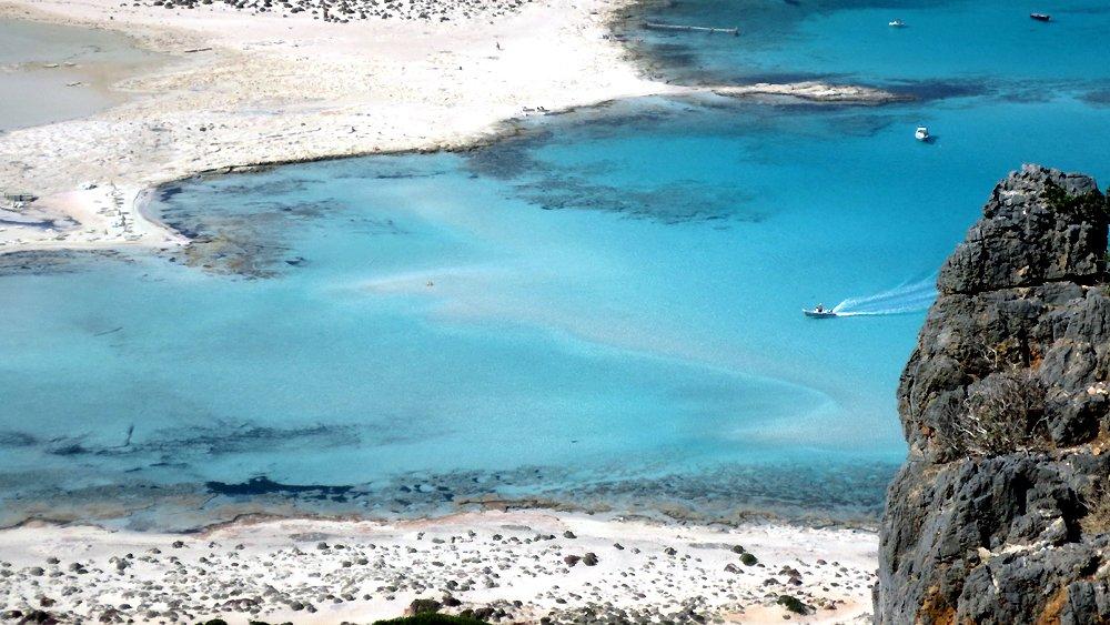 Creta: le spiagge organizzate del lato nord, il mare selvaggio della costa sud