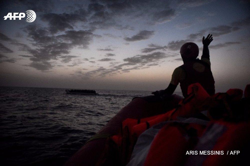 Nouveau naufrage en Méditerranée: 146 disparus, selon l&#39;unique survivant  http:// u.afp.com/4MZ3  &nbsp;   #AFP <br>http://pic.twitter.com/fegSC3Vlli