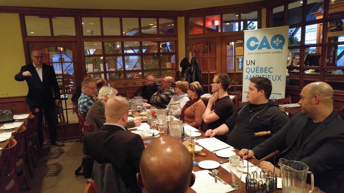 Rencontre politique avec @MarioAsselin à Sherbrooke et des militants caquistes de l&#39;Estrie. #CAQ #polqc #Sherbrooke<br>http://pic.twitter.com/YHatxHY0CT