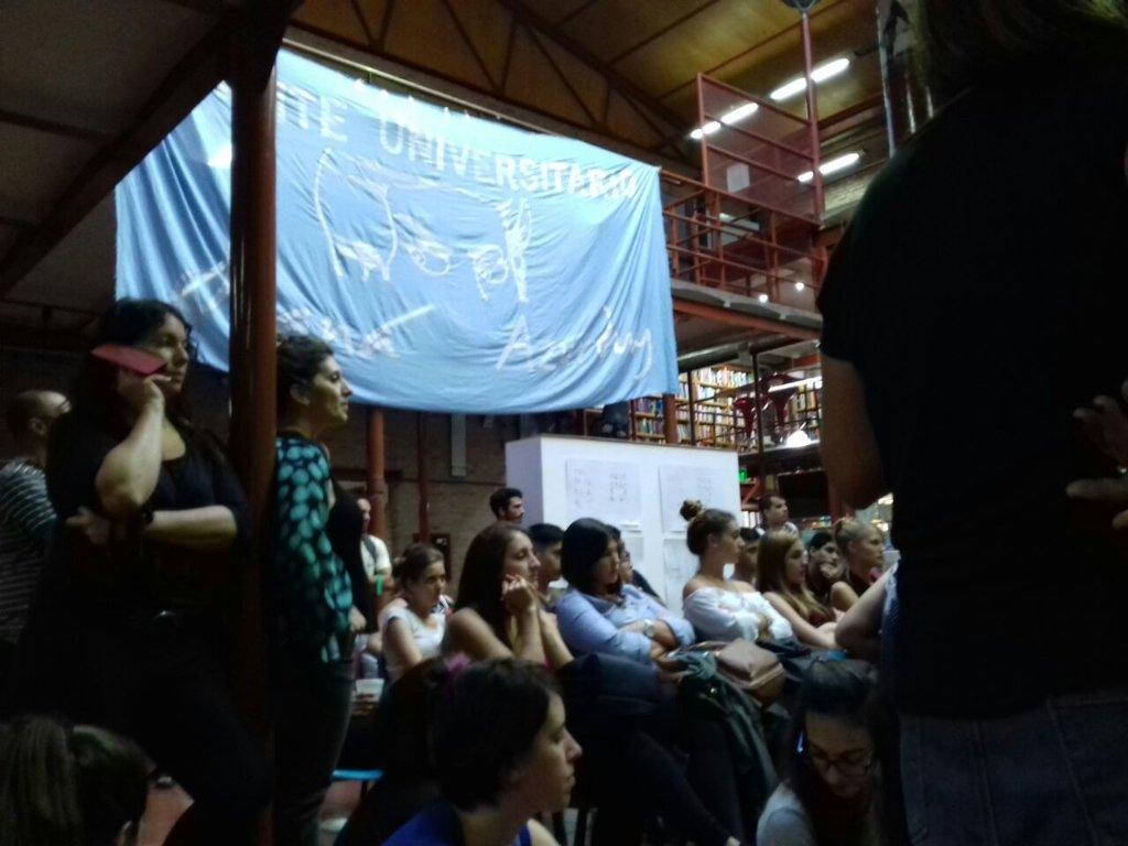 #HOY acompañamos la clase publica en la rosa de los vientos <br>http://pic.twitter.com/SMETuSZy7P