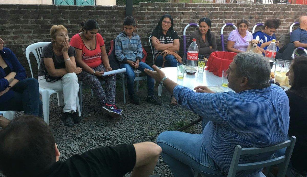 #Hoy | Los vecinos de #Peruzzotti estan cansados del abandono que sienten del Estado y la #inseguridad que sufren todos los días @FRPrensa<br>http://pic.twitter.com/1pPYvCWZeV