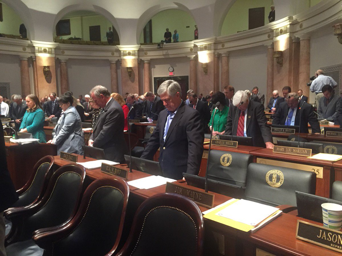 Moment of silence in Kentucky House to honor Officer Nick Rodman. #kyg...