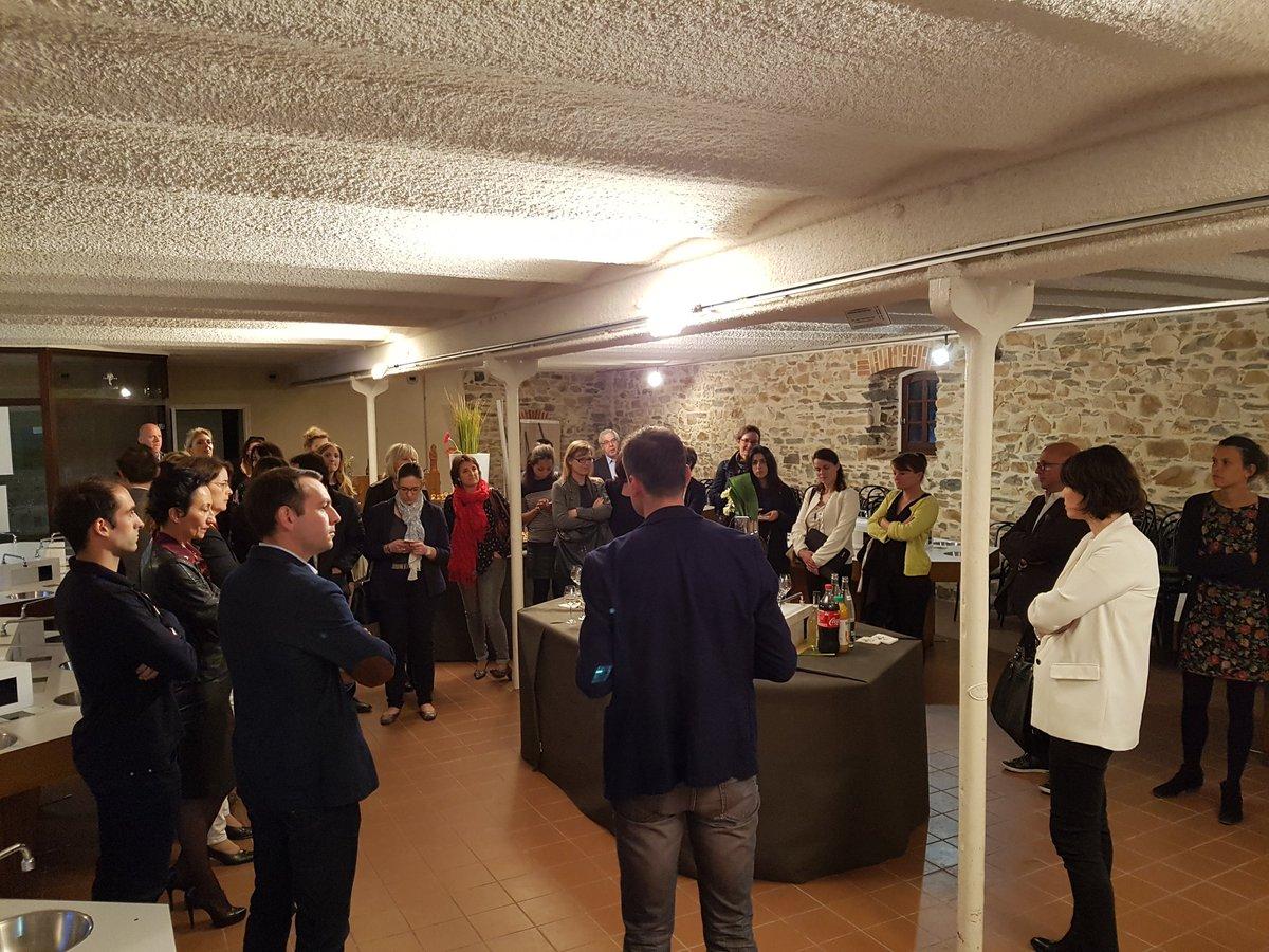 Des adhérents du @reseauAPCOM très attentifs merci aux  #Vins de #Nantes de faire découvrir les différents #Muscadet avec buffet CKtraiteur<br>http://pic.twitter.com/sVx6QkMdtI