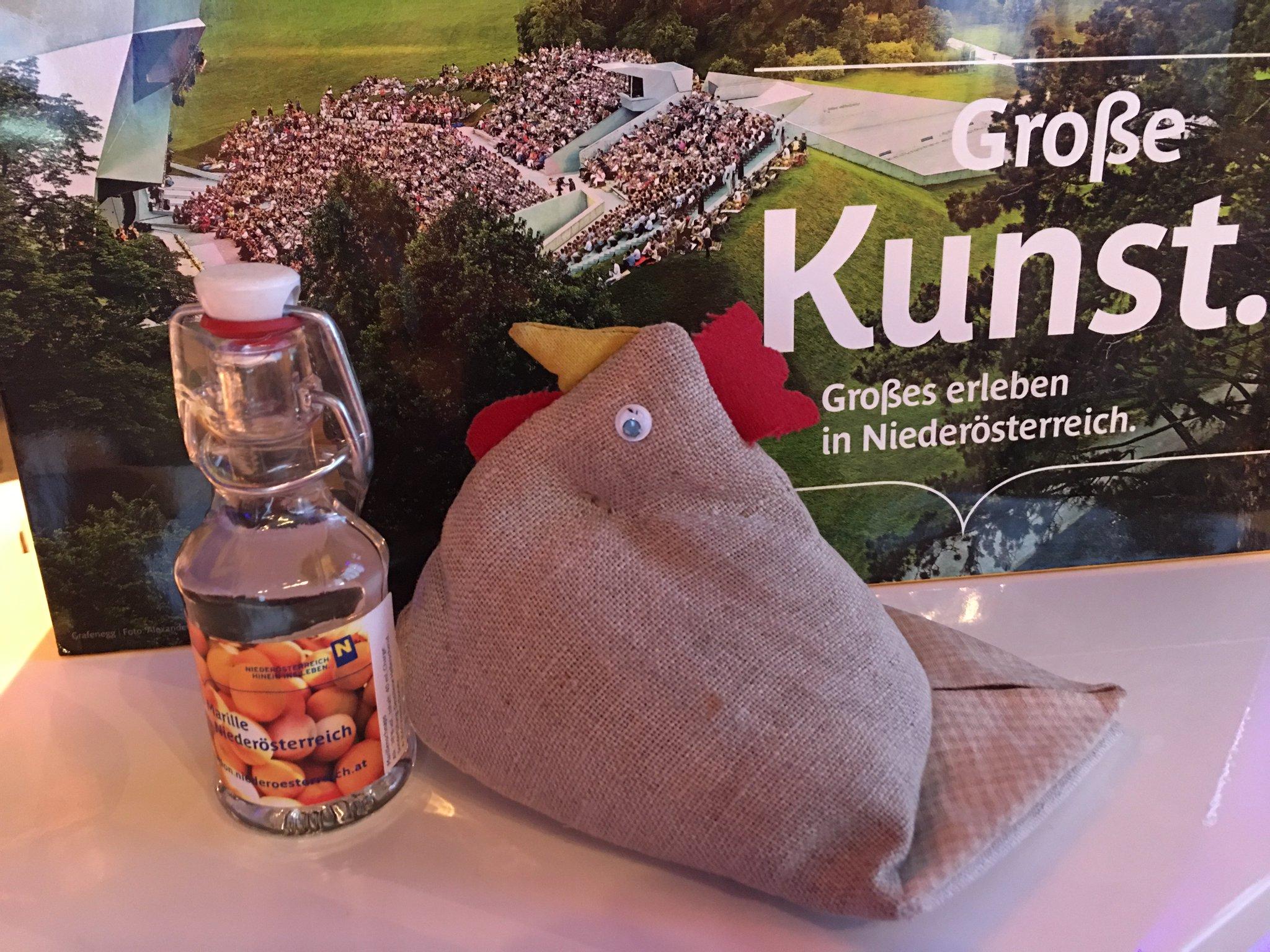 Kurz einen Marillenschnaps aus Niederösterreich genießen #mnrw17 https://t.co/4k8IVvYfaN