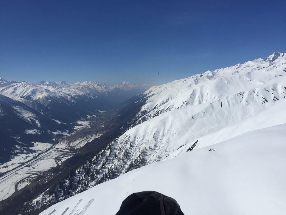 conditions printanières pour faire des km en #parapente, belle #vue sur la vallée de #conches #valais #alpes #thermique #neige photo: SamZed<br>http://pic.twitter.com/jOLLROZLZ0