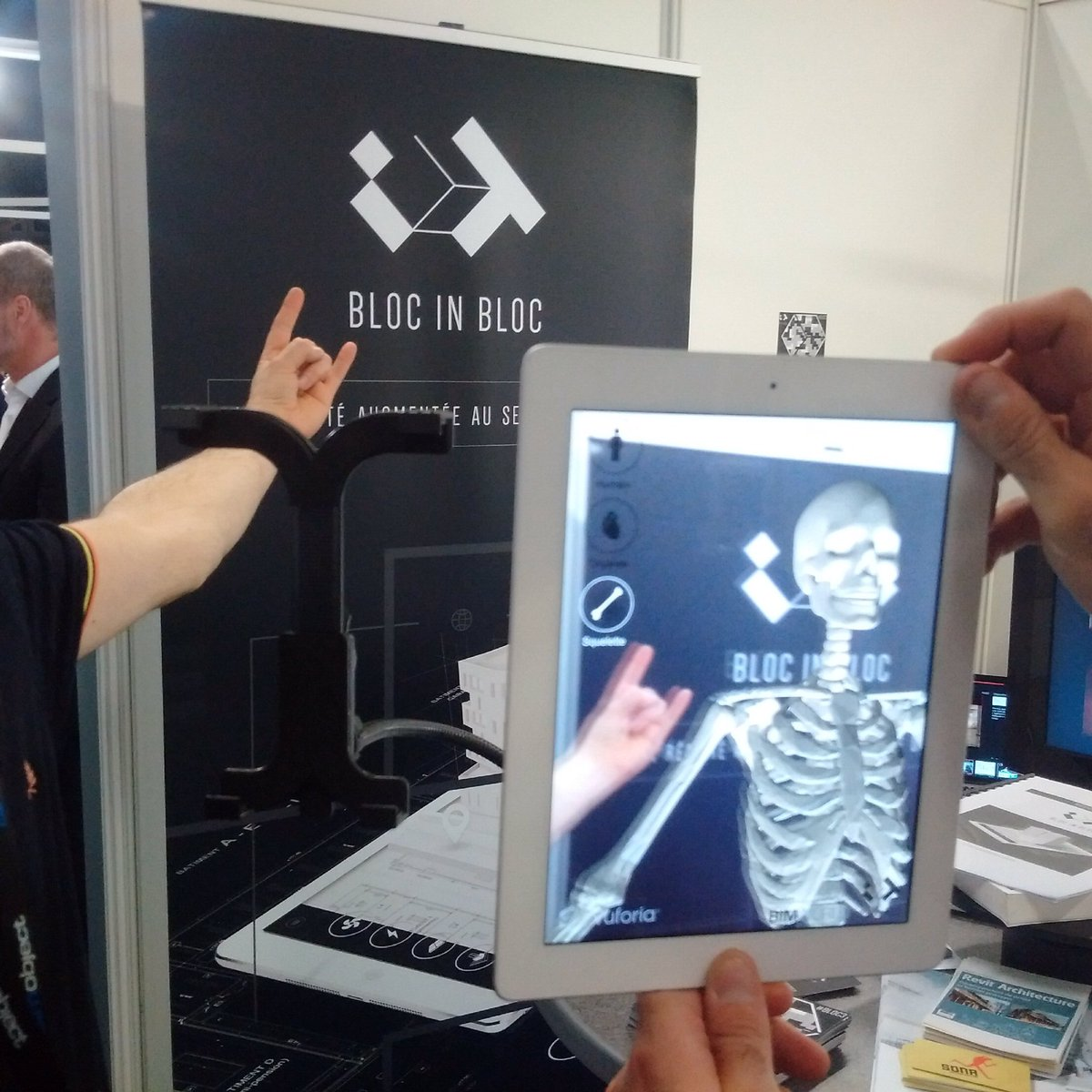 La startup de #Nantes @Blocinblocteam tease la programmation du @hellfestopenair au @bimworld Paris ! #hellfest #BIMworld<br>http://pic.twitter.com/LA3mvIpFrI