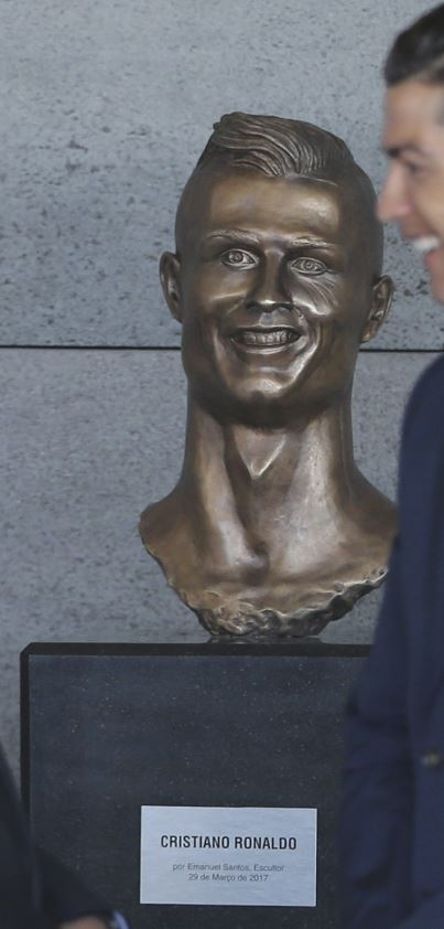 You vs. the guy she tells you not to worry about. #RonaldoBust https:/...