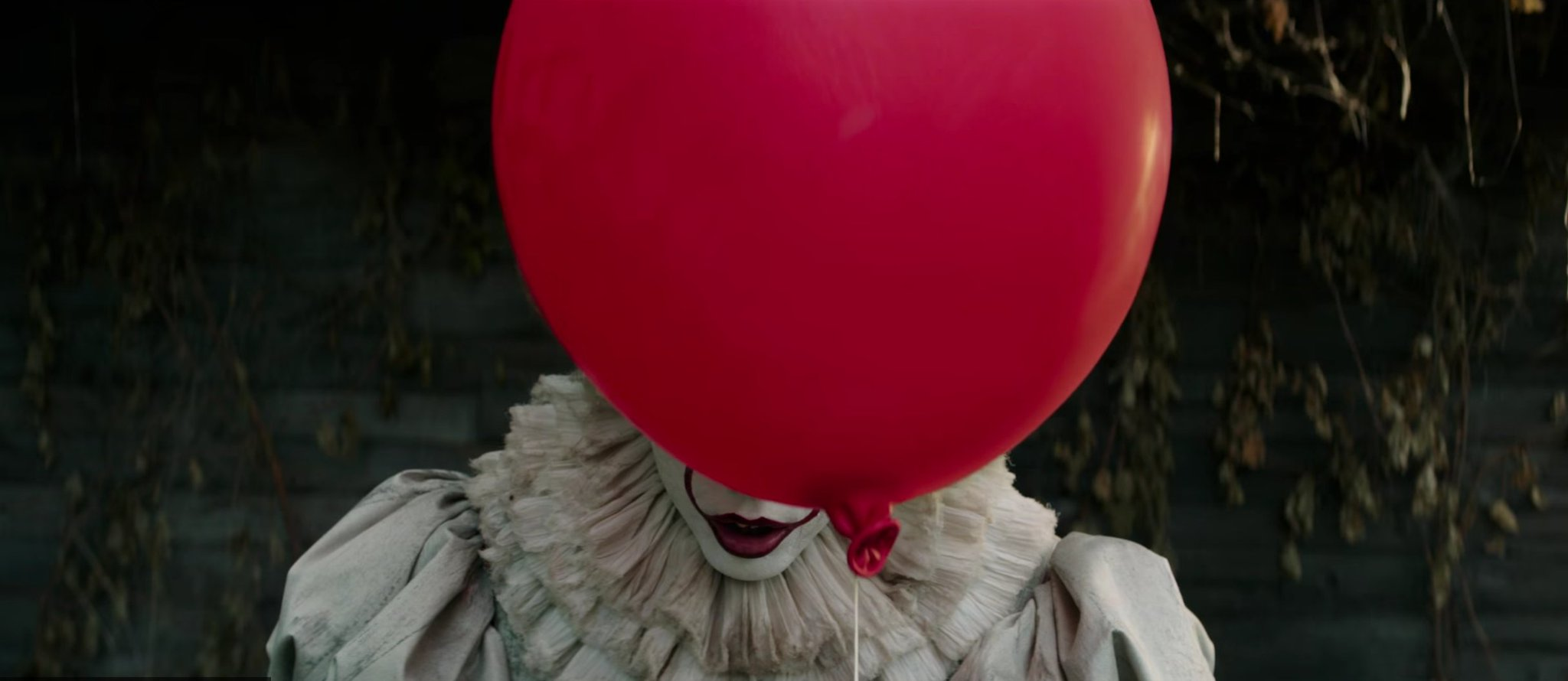 Watch the first terrifying trailer for Stephen King's #ITMovie https://t.co/k5siAzfbwa https://t.co/QIYvDIfY3x