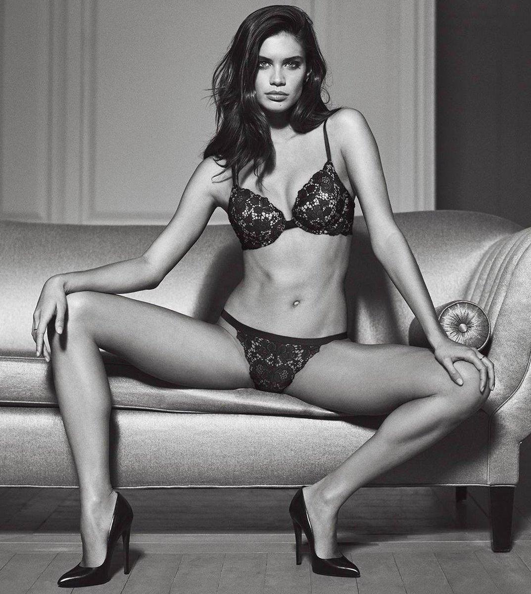 sara sampaio sexy