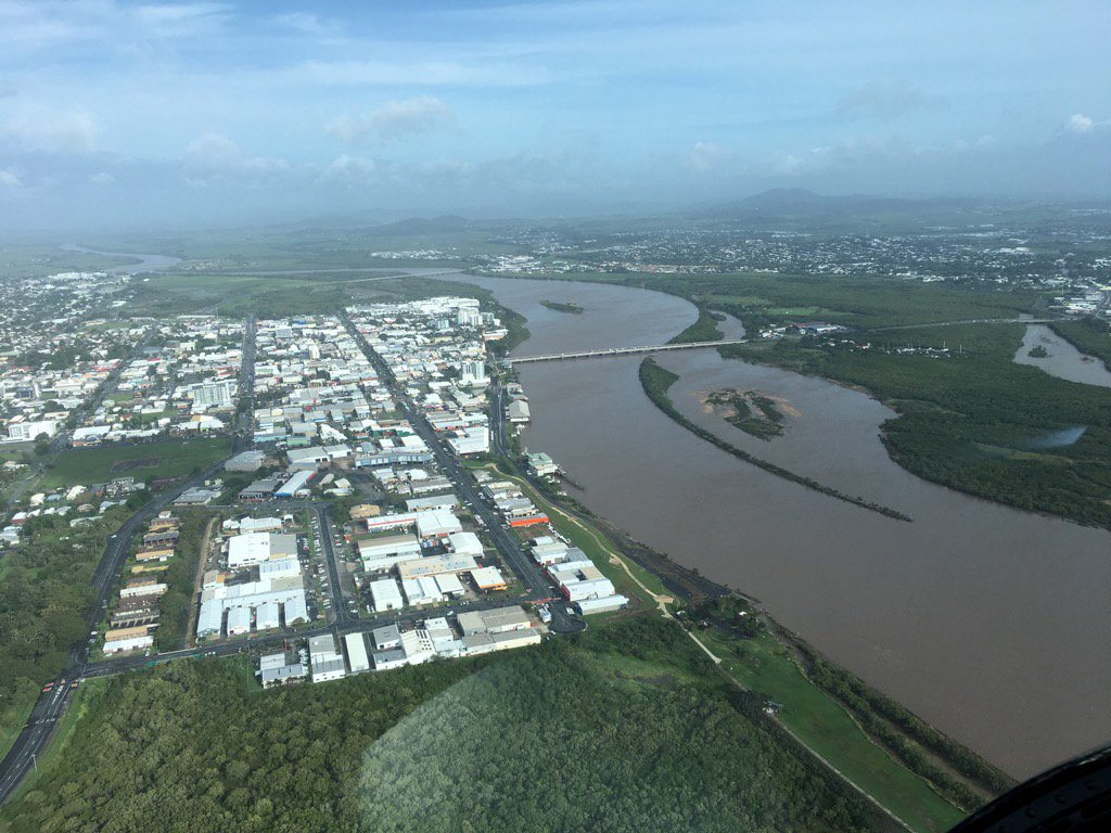 #Pioneer River at #Mackay @ABCTropical @abcnews @ABCRural @alexblucher #CycloneDebbie @AgForceQLD @abclandline<br>http://pic.twitter.com/iLgWsM6BaM