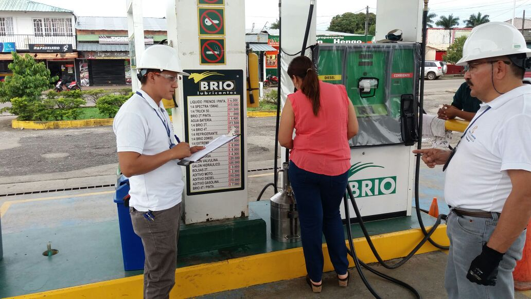 #hoy visitas de Control Metrologico a surtidores de combustible líquido en el municipio de San Martín - Meta @RNPC @sicsuper<br>http://pic.twitter.com/7x6TJU6lCo