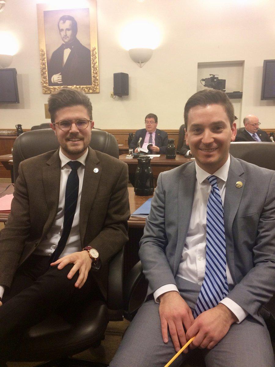 Cette session, je suis très heureux de travailler au côté de Simon Jolin-Barrette, le «Parlementaire de l'année»! #CAQ #PolQc #Assnat<br>http://pic.twitter.com/gnYiOyuAg5