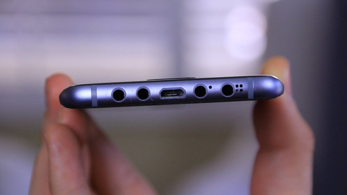 Galaxy S8 now has 4 headphone jacks as an obvious middle finger to Apple