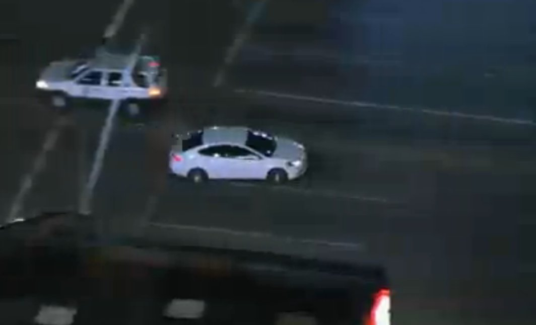 #Pursuit suspect now in North Hills area. WATCH LIVE: https://t.co/vXQ...
