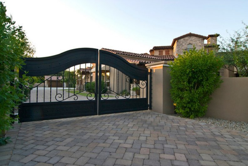 Having #electric #gates can make it so much easier to get in and out of your #driveway.   http:// ow.ly/gICi30amAwq  &nbsp;   #entrances #homesecurity <br>http://pic.twitter.com/RfLCMp41VE