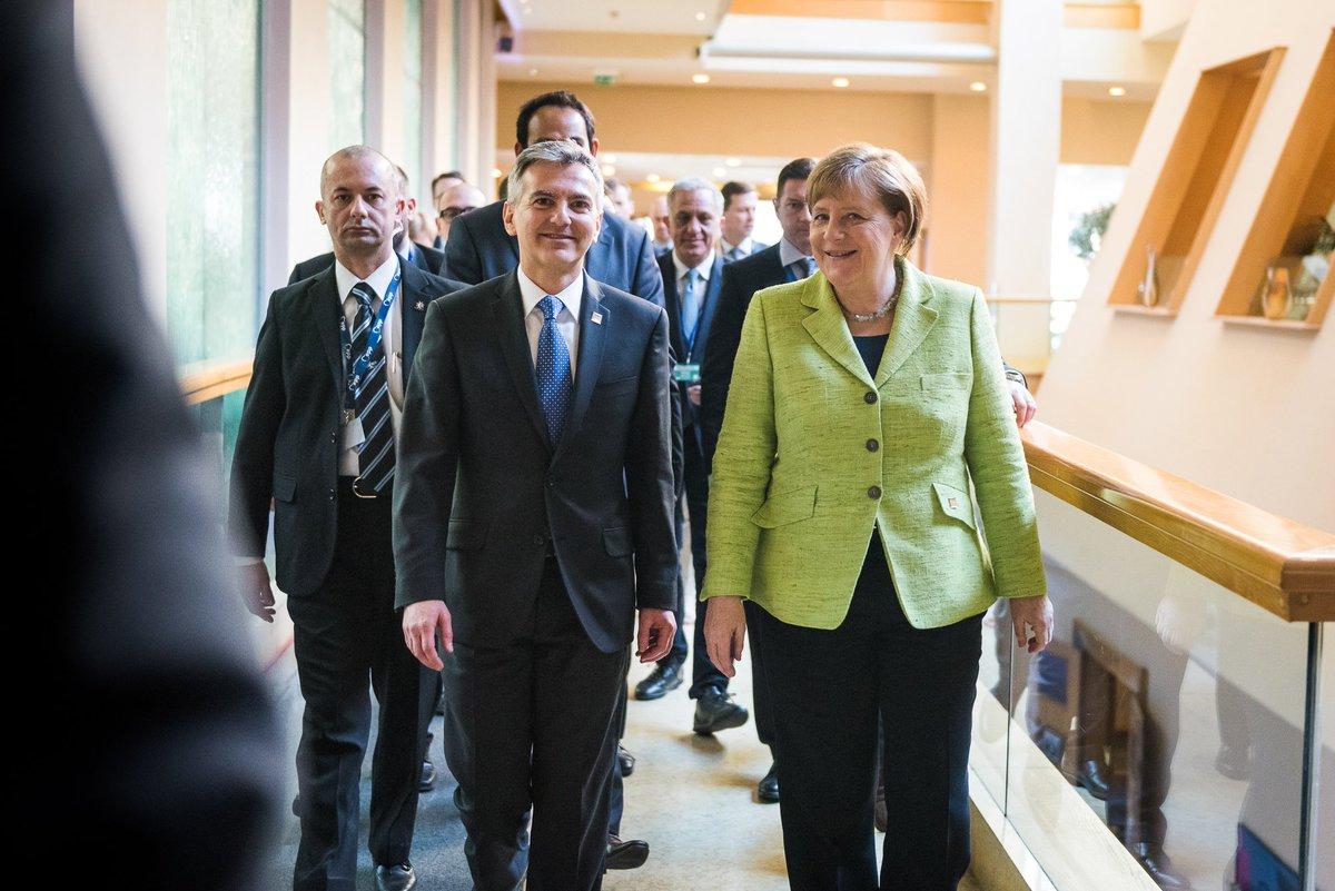 Welcoming Chancellor Angela #Merkel to the @EPP Congress here in #Malt...