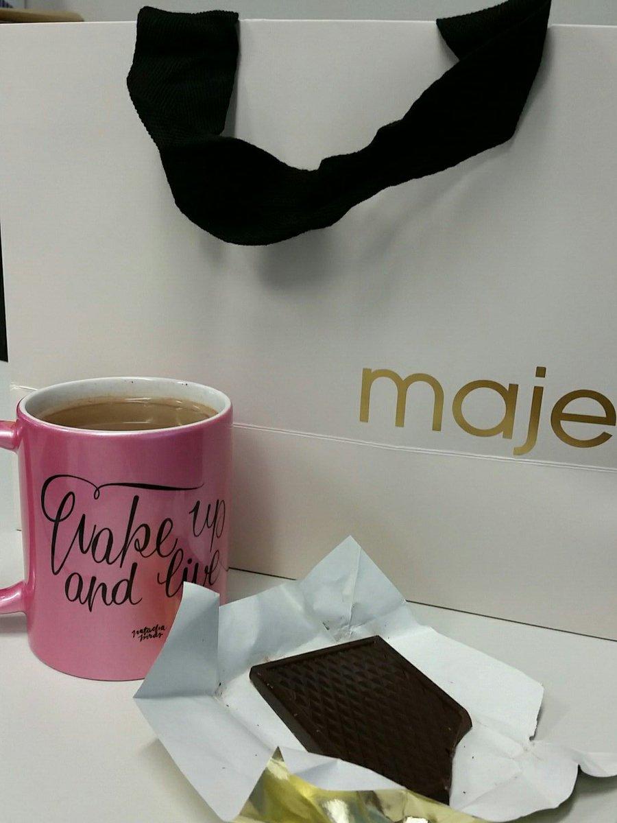 Trop bien la commande #Maje livrée avec du chocolat  J&#39;espère rentrer dans ma robe... <br>http://pic.twitter.com/ssTpWmFlnZ