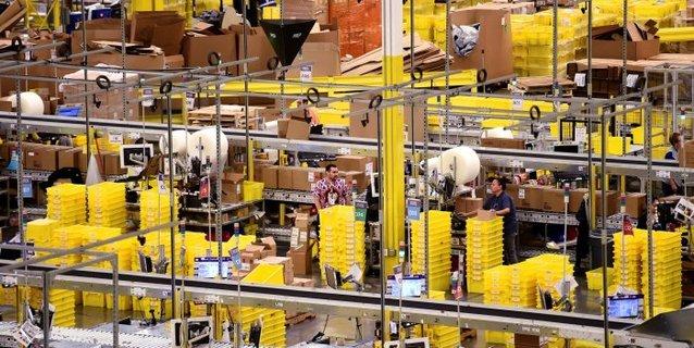 A lire absolument ! Derrière nos achats #Amazon: #robots, #IA et #automatisation -fascinant!  http:// bit.ly/2odhaic  &nbsp;  <br>http://pic.twitter.com/K5JWNBm9A0