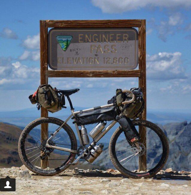 Cet #aventurier parcourt les plus beaux paysages de la planète en vélo  http:// dailygeekshow.com/velo-voyage-mo nde/ &nbsp; …  #roadtrip #world #insta v/@DailyGeekShow<br>http://pic.twitter.com/DHdBkVtjtq