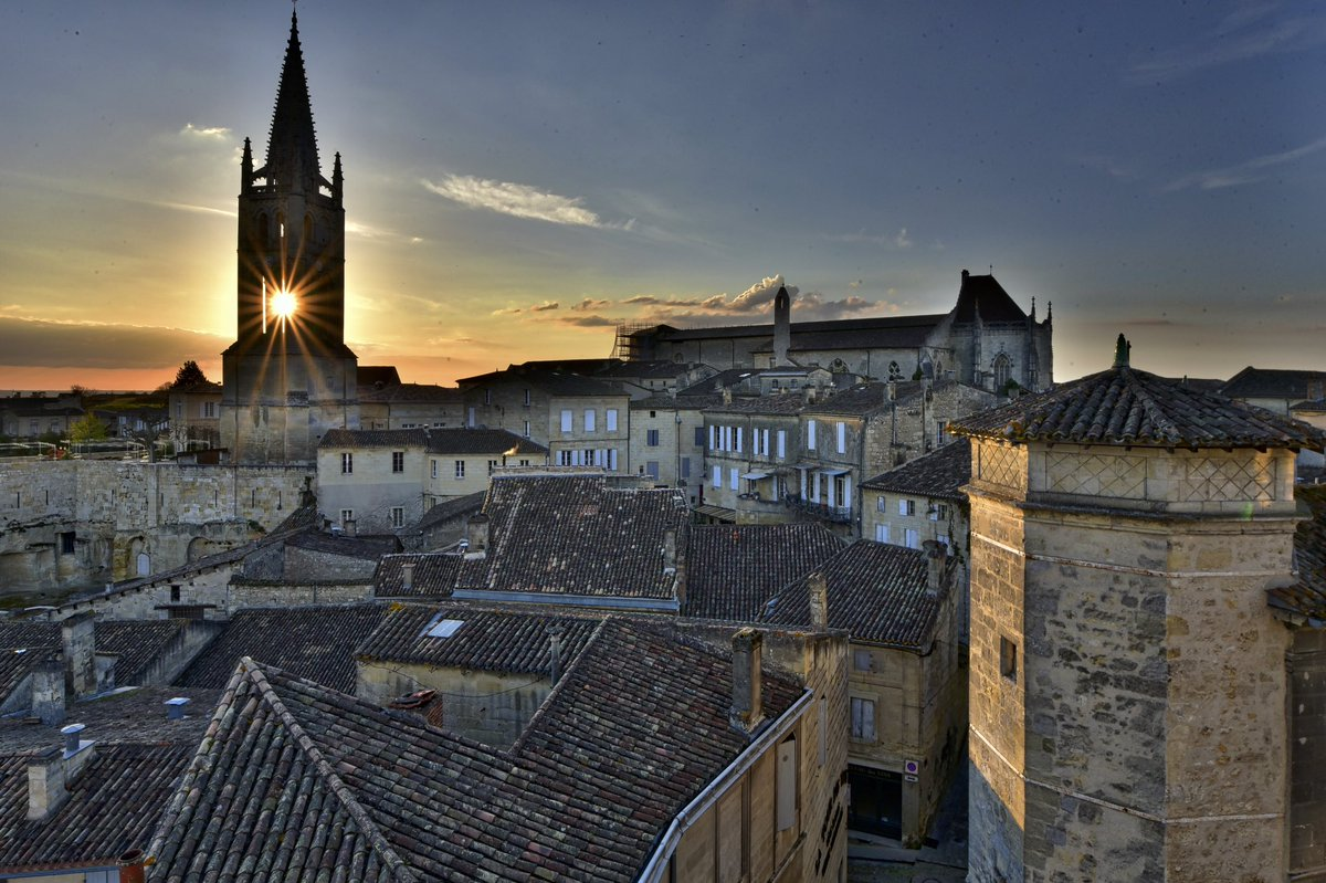 Incredible photo of Saint Emilion taken by @citywinejournal https://t.co/QZLkFEexUp